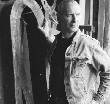 Impliqué au sein du secteur depuis des années, Glen LeMesurier reconnaît l'importance de l'art dans les espaces publics et verts. D'ailleurs, Glen est aussi l'artisan derrière baptisé Le jardin du crépuscule, cette friche industrielle à l'angle de la rue Waverly et de l'avenue Van Horne qui fleurit aujourd'hui de 55 de ses sculptures d'acier.